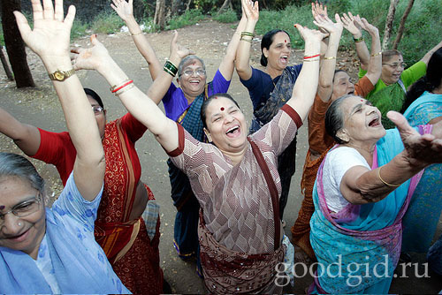 йогический смех в Мумбае