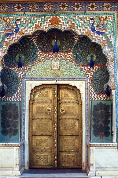 Индийские двери